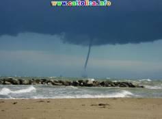 Tornado sulla spiaggia di Cattolica