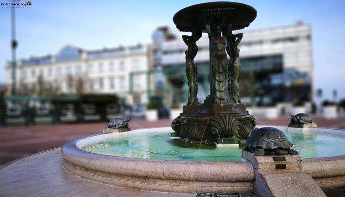 Amando Cattolica: Foto della Fontana delle Sirene