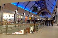 Shopping nei grandi supermercati e centri commerciali di ...