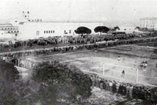 Visione dall'alto del campo di calcio alle Navi, fine anni '40