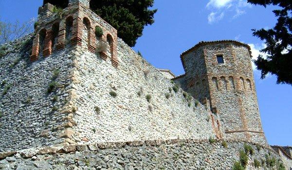 L'antico maniero di  Montebello - Torriana in Valmarecchia - la casa del fantasma di Azzurrina